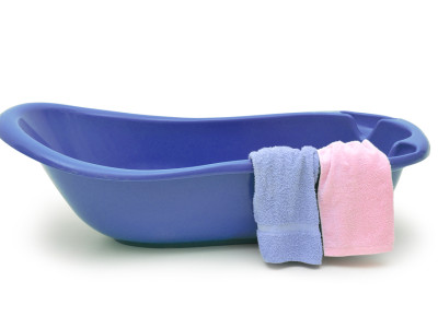 ベビーバスを使った沐浴の方法とコツ、ご紹介します!